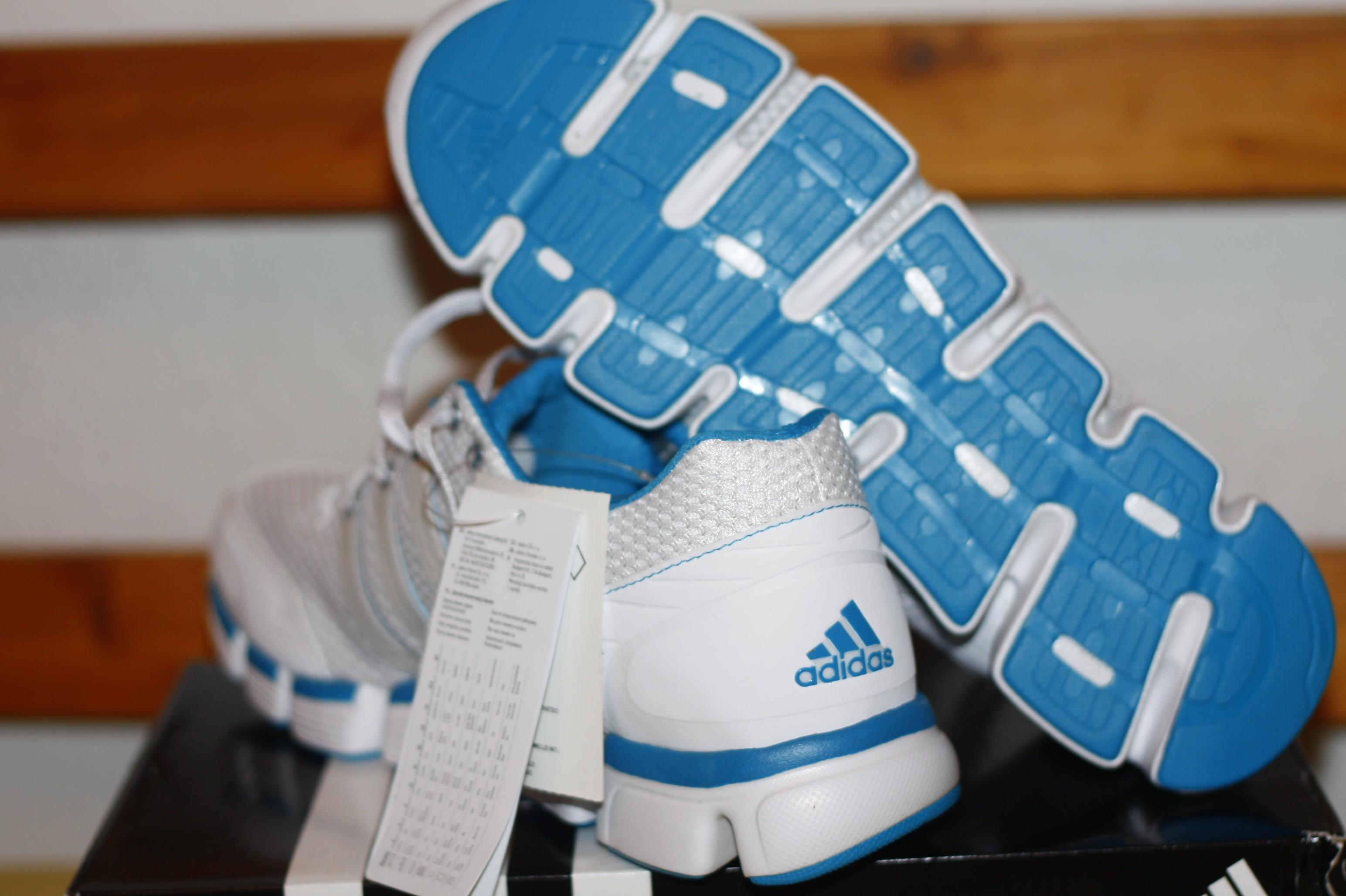 Eladó a képen látható 43 1 3 méretű 0-km es adidas cipő 5551374ae9